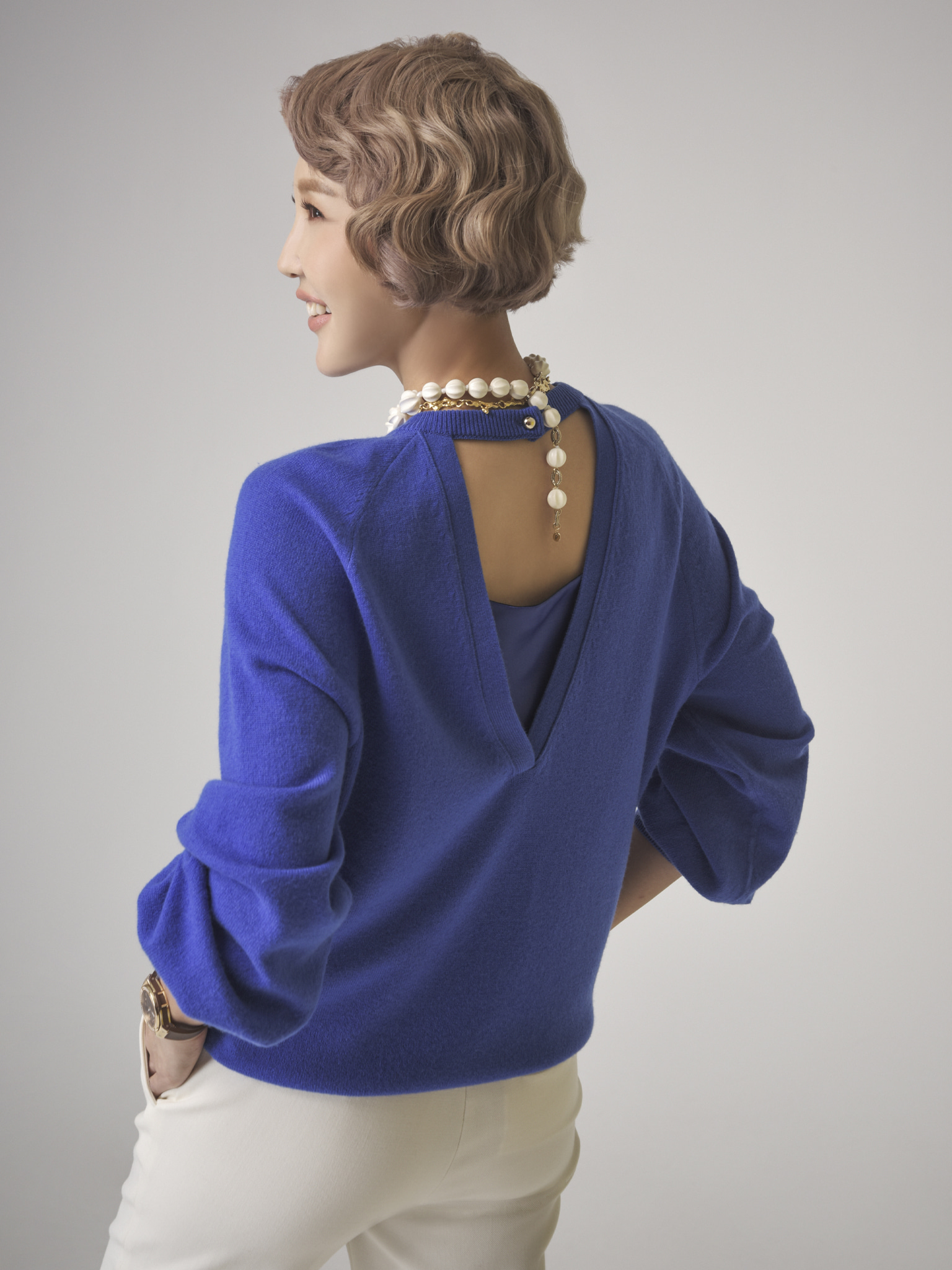 Cashmere Blend Back Cutting Detail Pullover Blue